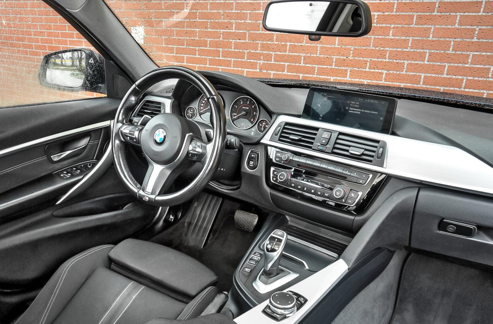 BMW 320d xDrive F31 deska rozdzielcza