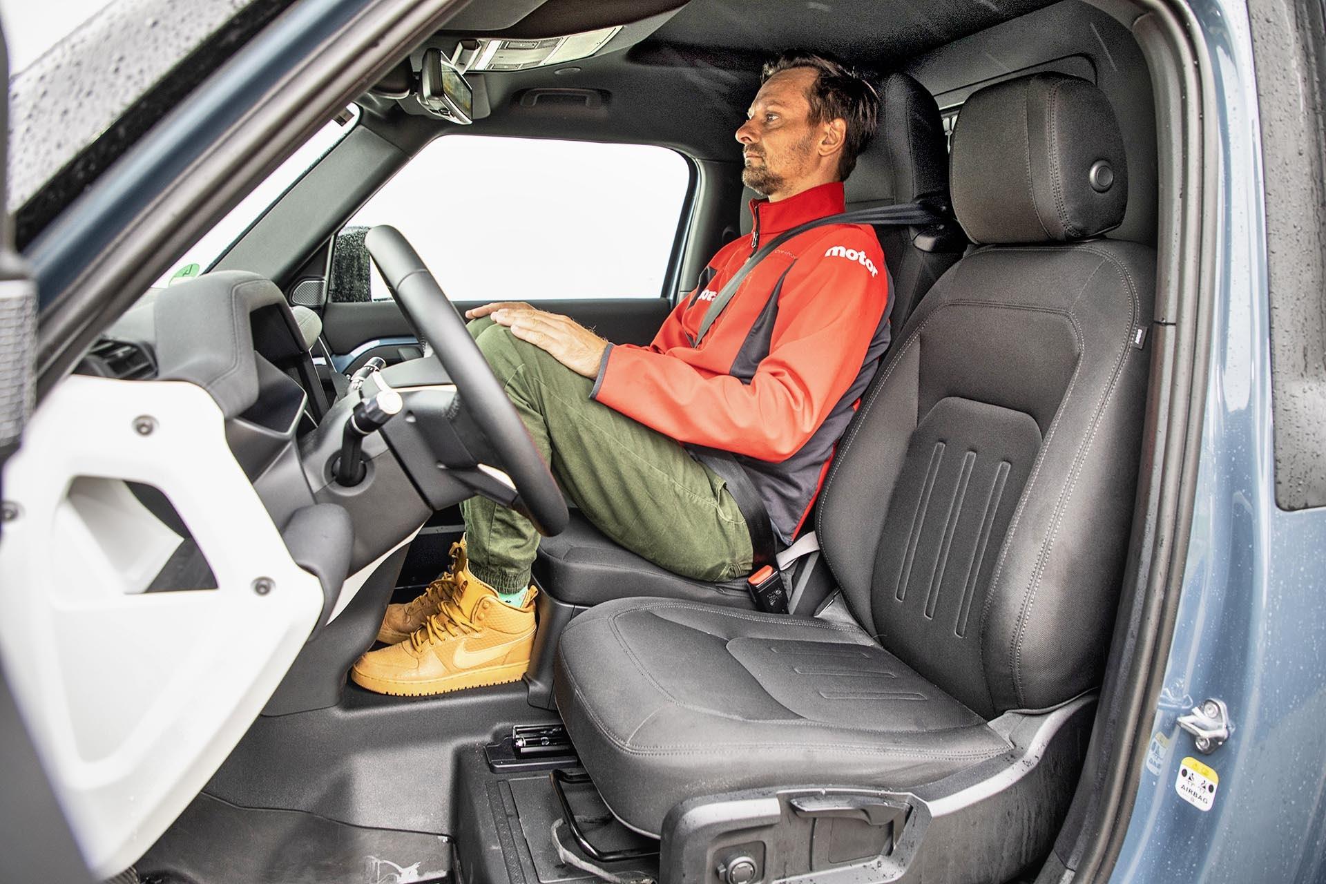 Land Rover Defender 90 D200 Hard Top - fotele