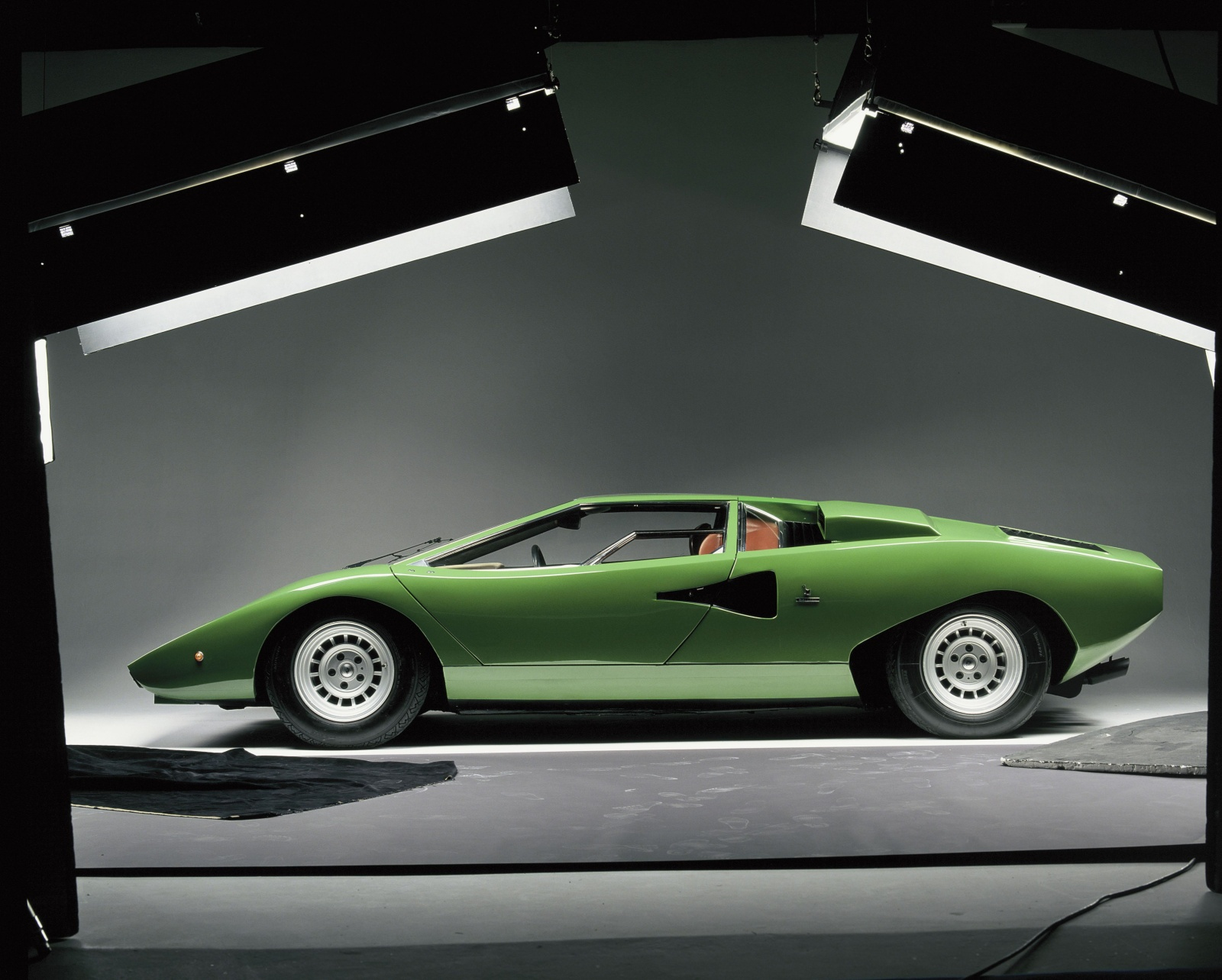 Lamborghini Countach LP 400 - bok, profil