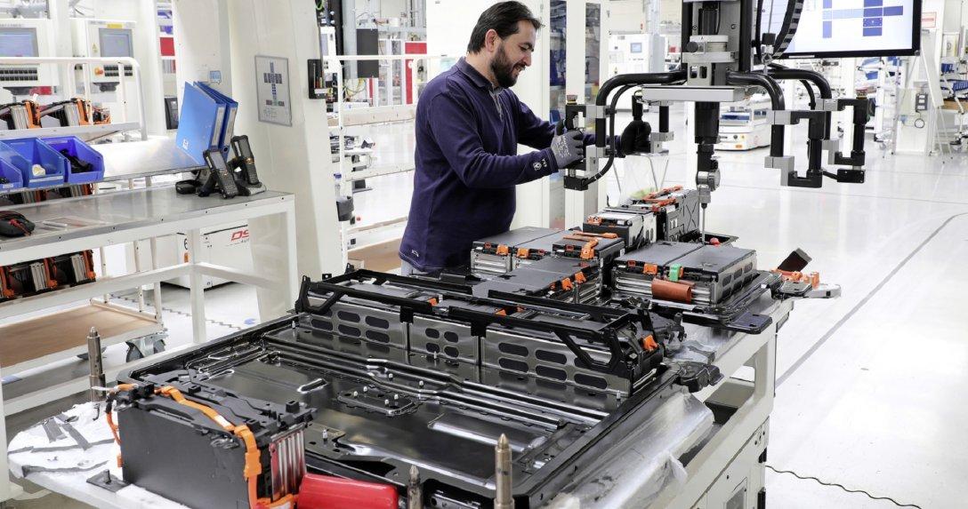 linia fabryczna produkcji akumulatorów
