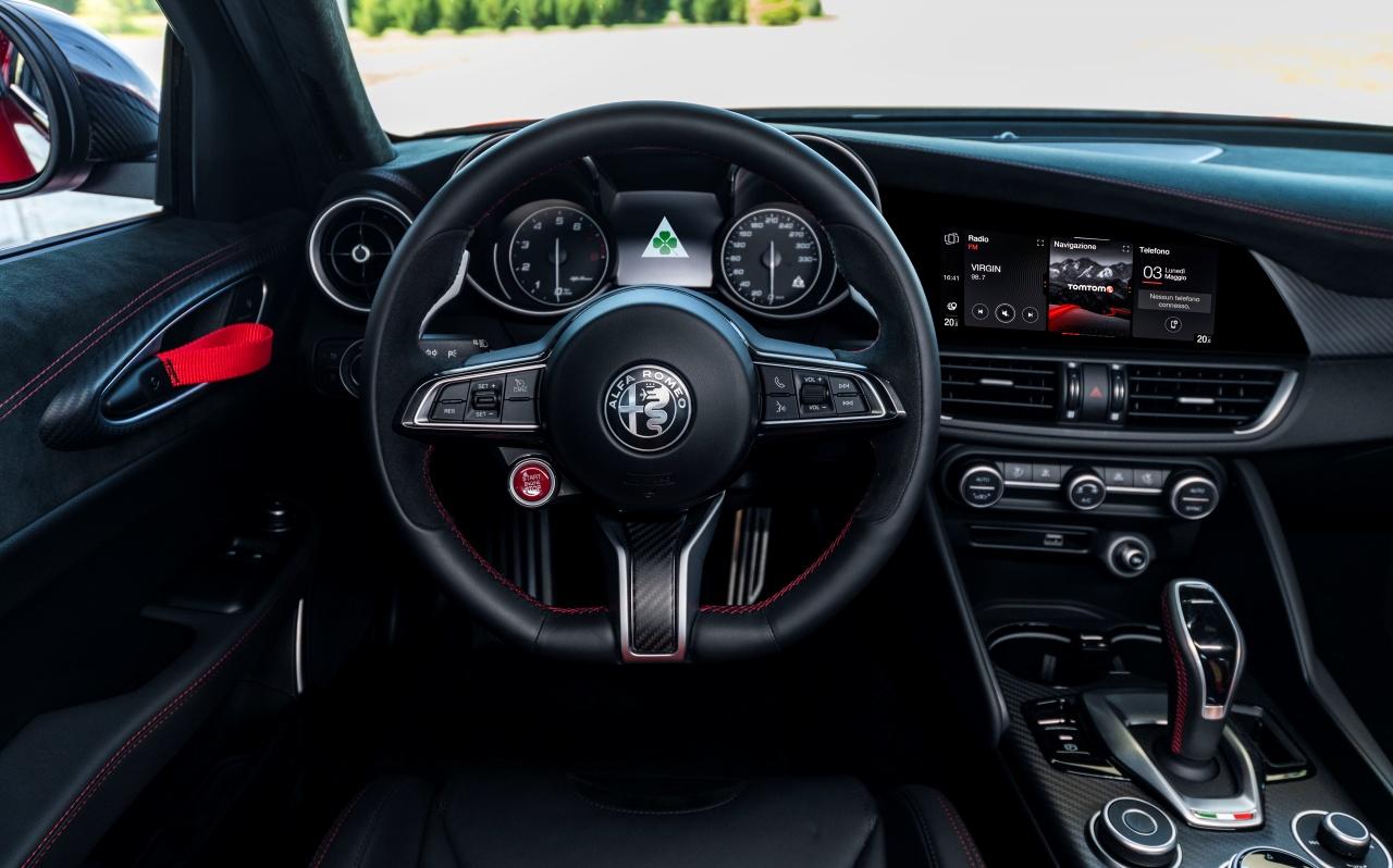 Alfa Romeo Giulia GTA - wnętrze, deska rozdzielcza
