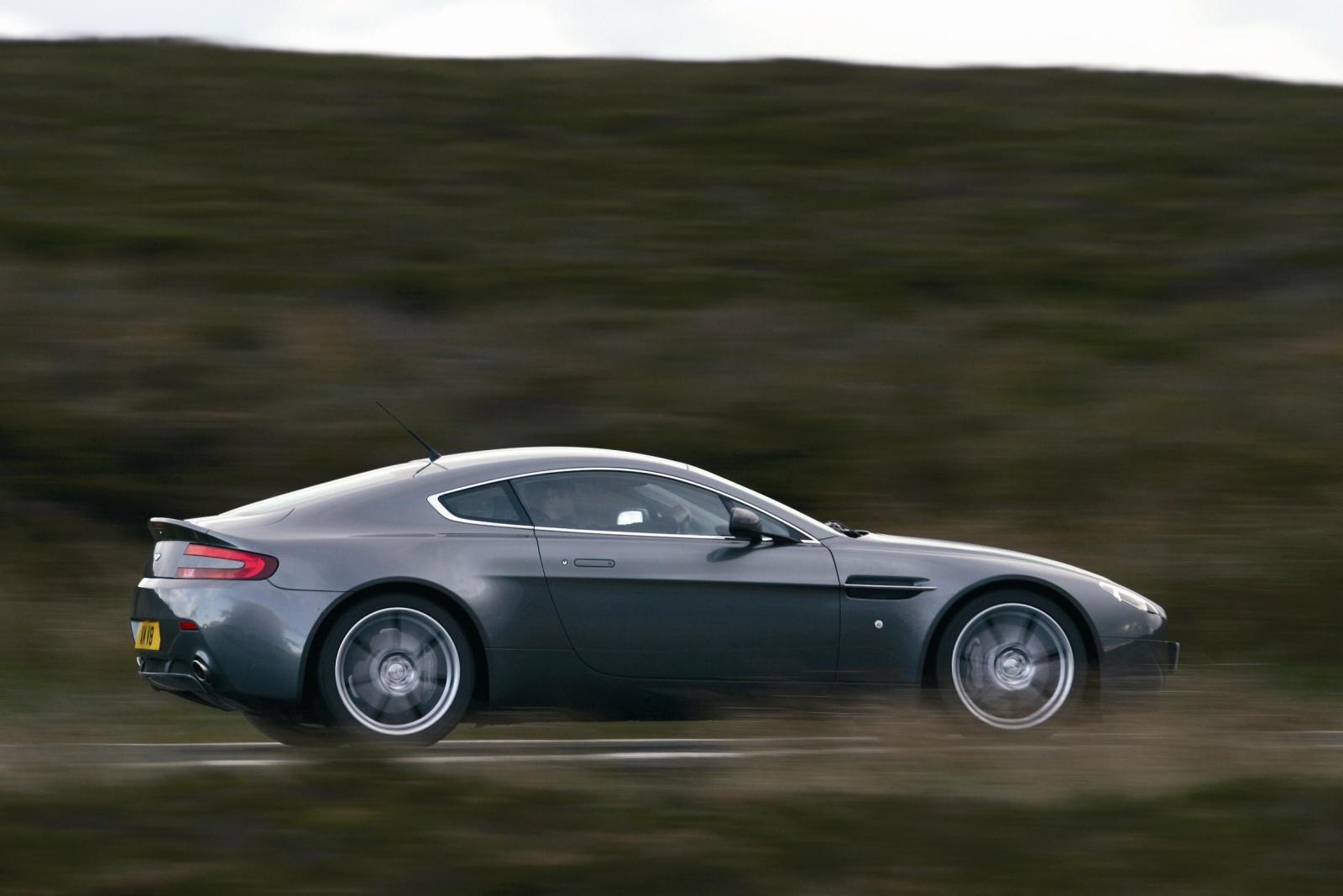 Aston Martin V8 Vantage - bok, profil
