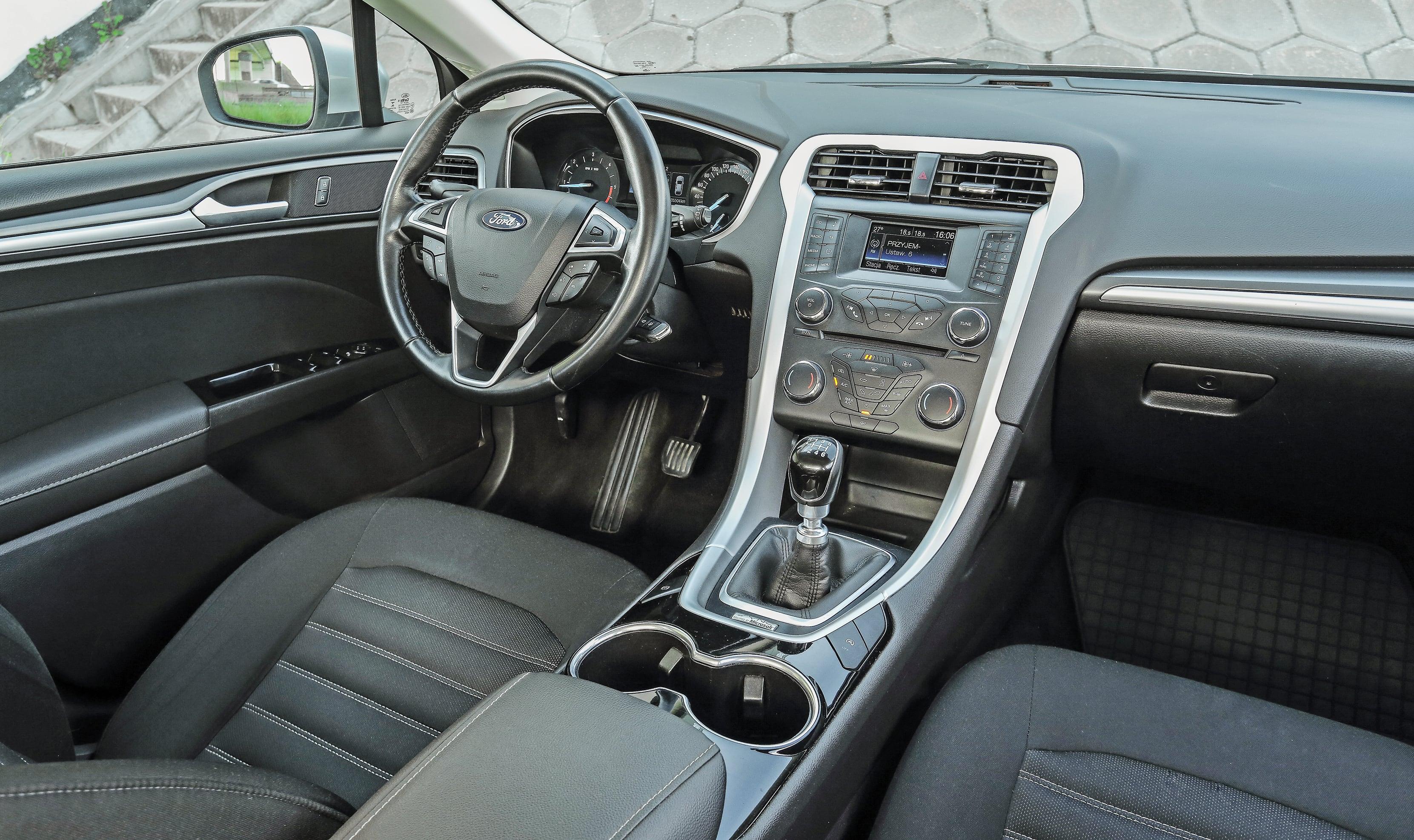 Ford Mondeo Mk5 2.0 TDCi deska rozdzielcza