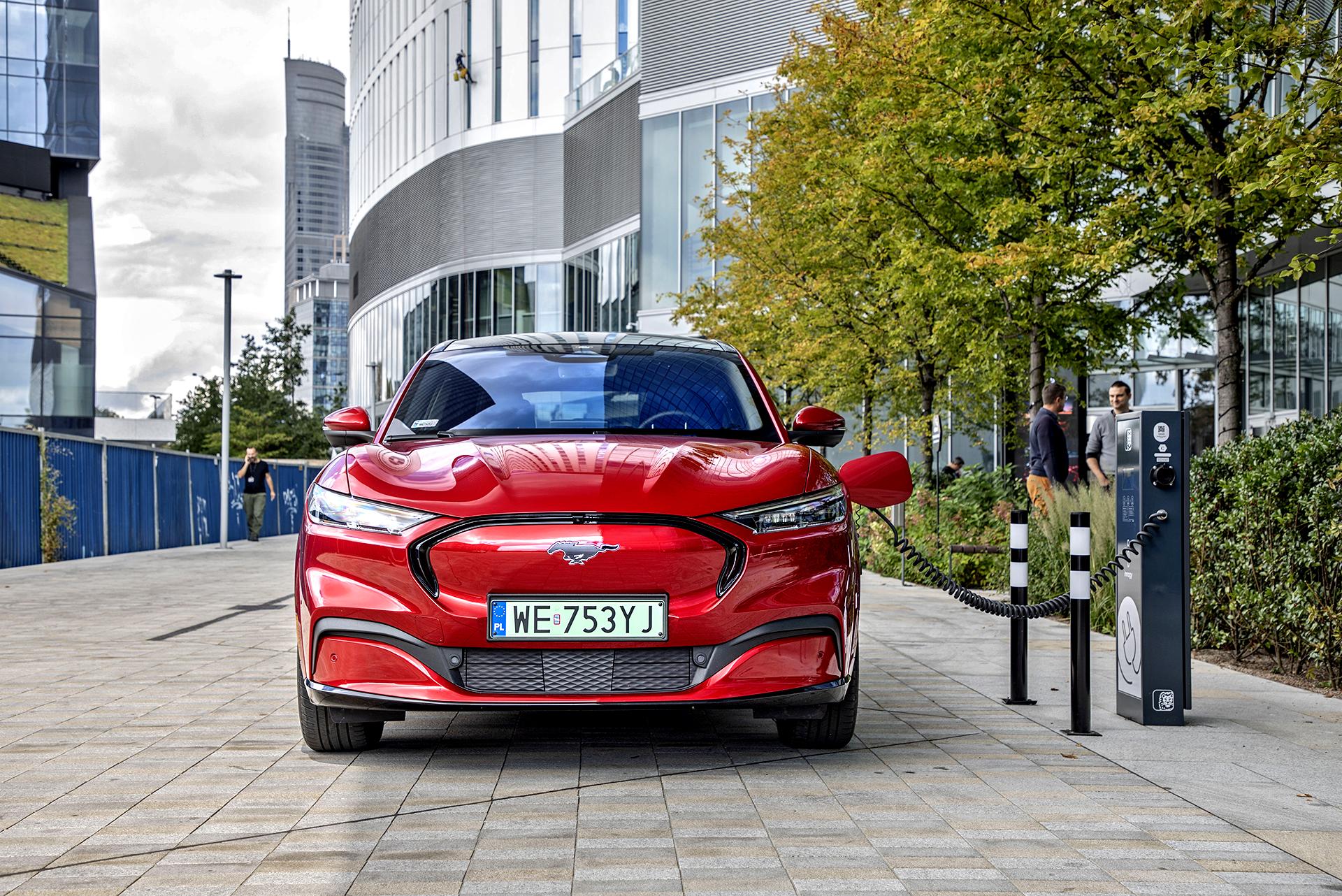 Ford Mustang Mach-E - ładowanie