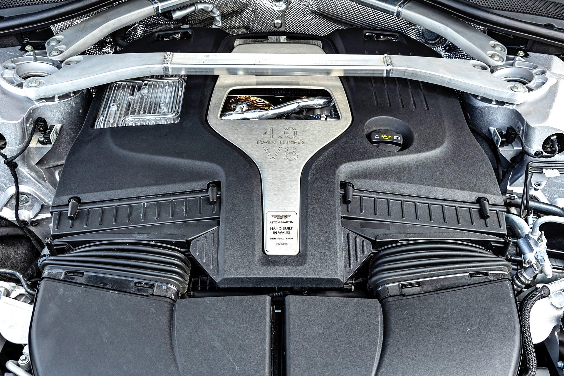 Aston_Martin_DBX_silnik