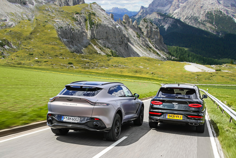 Bentley_Bentayga_V8_Aston_Martin_DBX_tyły