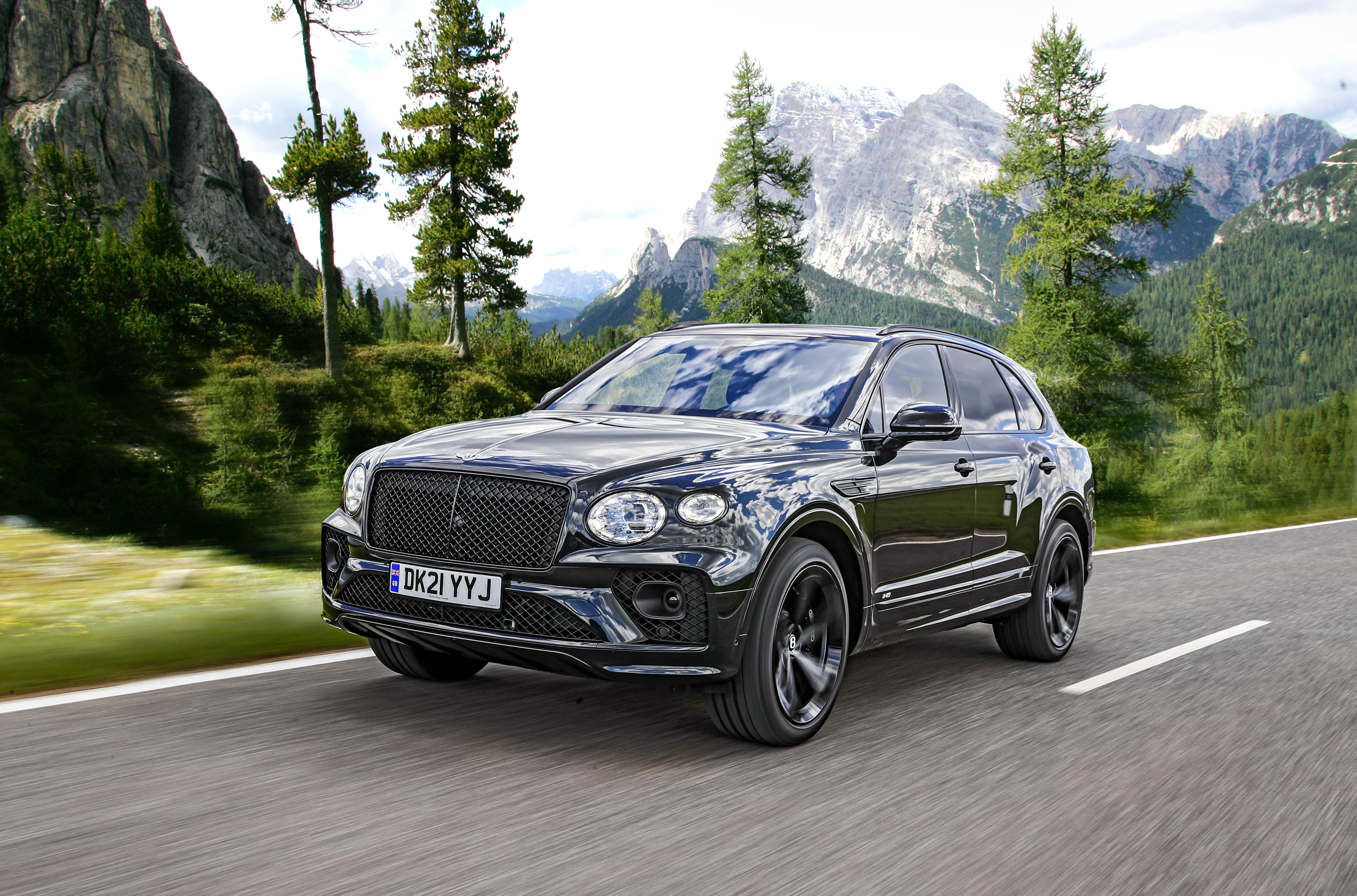 Bentley_Bentayga_V8_przód ibok wruchu
