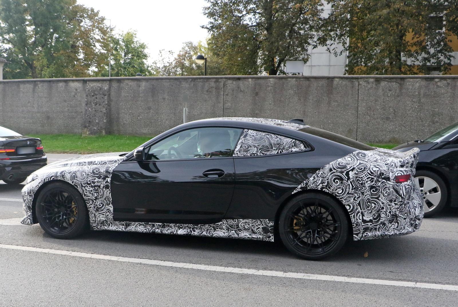 BMW M4 CSL - bok