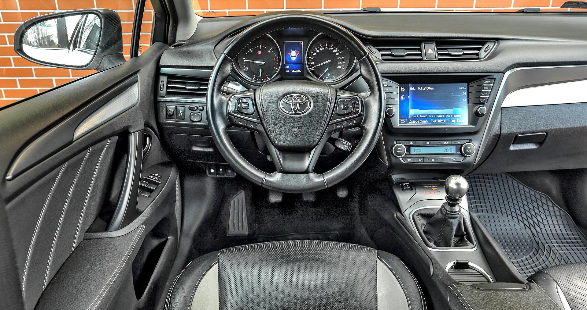 Toyota Avensis III 2.0 D-4D Prestige deska rozdzielcza
